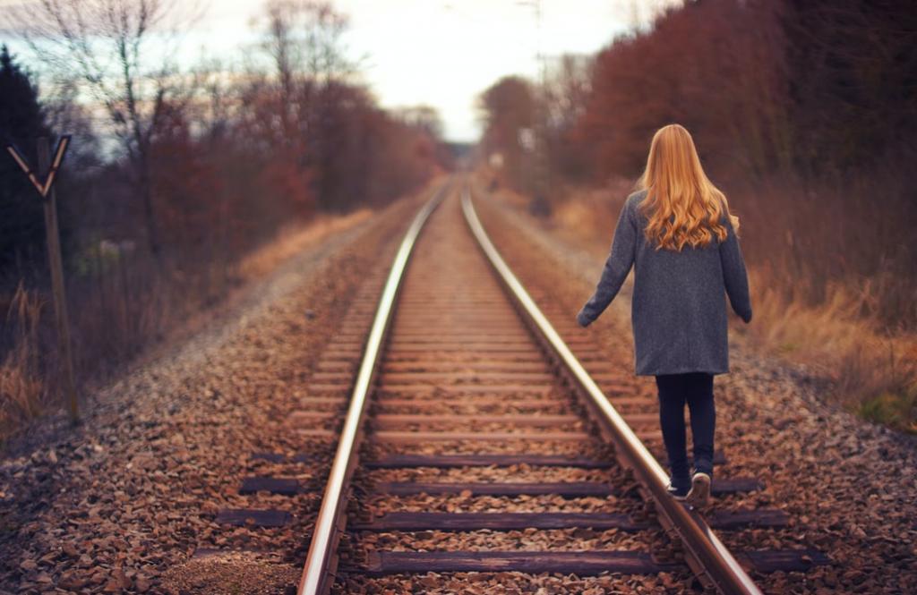 데이트 폭력 피해 여성은 주변 사람들이 도움을 줄 수 있는 대상임을 인지할 때 이를 벗어나고자 할 힘을 느낄 수 있다.