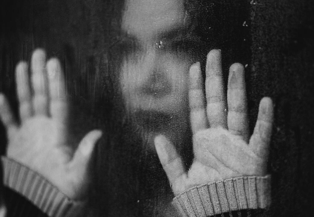 데이트 폭력 피해 여성들은 심한 인지 왜곡을 겪는다. 이는 살아남기 위한 것으로 가해자의 패턴에 맞춰 행동한다.