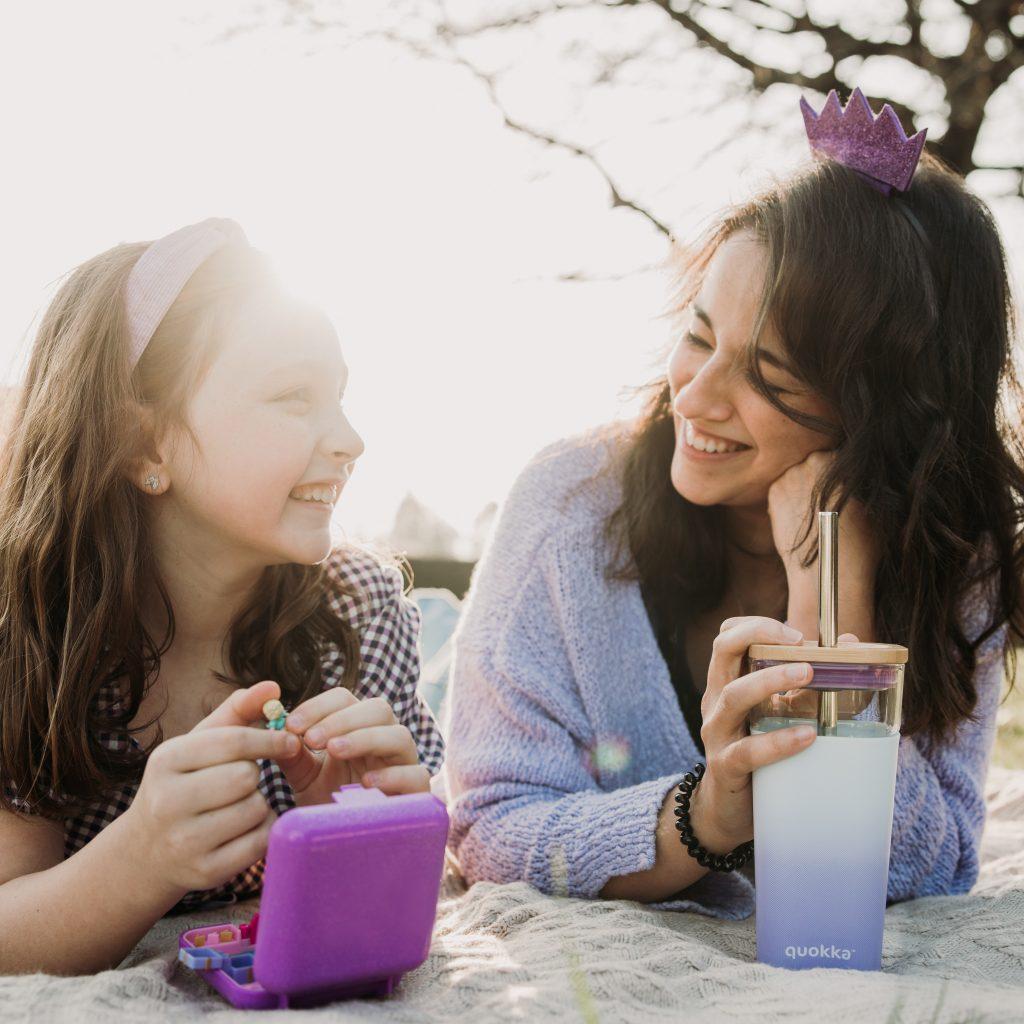 친구 같은 엄마 관계는 자녀가 약 만10세 이전 까지는 아주 기능적인 형태를 갖지만 이후 나이엔 오히려 억압이 된다.